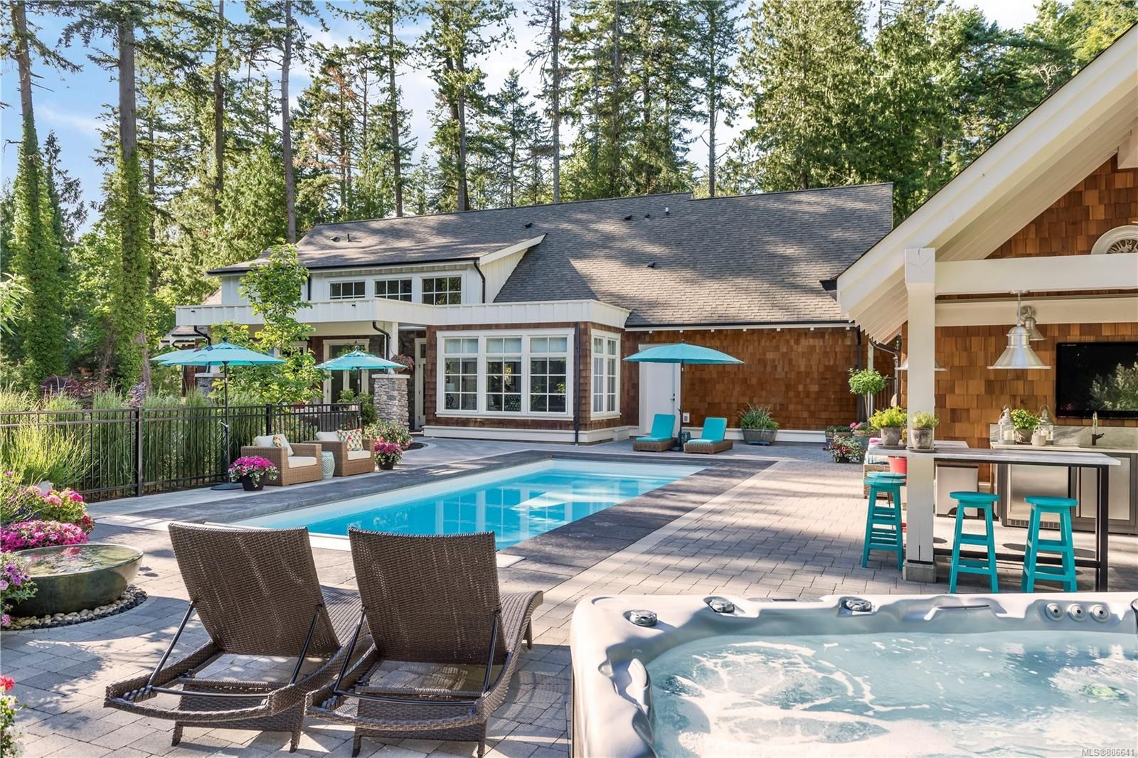 Main Photo: 493 Dunmora Crt in Central Saanich: CS Inlet House for sale : MLS®# 886641