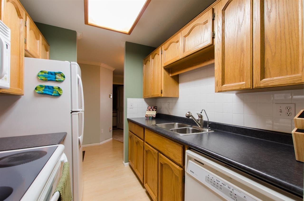 "Photo 11: Photos: 216 2239 152 Street in Surrey: Sunnyside Park Surrey Condo for sale in ""Semiahmoo Estates"" (South Surrey White Rock)  : MLS®# R2163990"