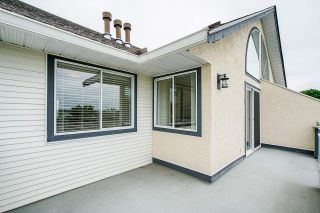 """Photo 9: 305 19645 64 Avenue in Langley: Willoughby Heights Condo for sale in """"Highgate Terrace"""" : MLS®# R2398331"""