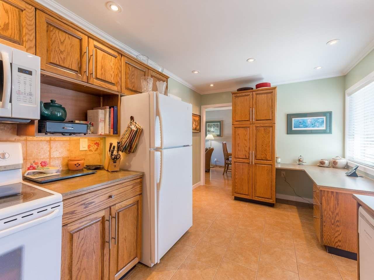 Photo 13: Photos: 808 REGAN Avenue in Coquitlam: Coquitlam West House for sale : MLS®# R2563486