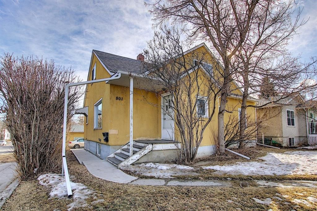 Main Photo: 801 20 Avenue NW in Calgary: Mount Pleasant Duplex for sale : MLS®# A1084565