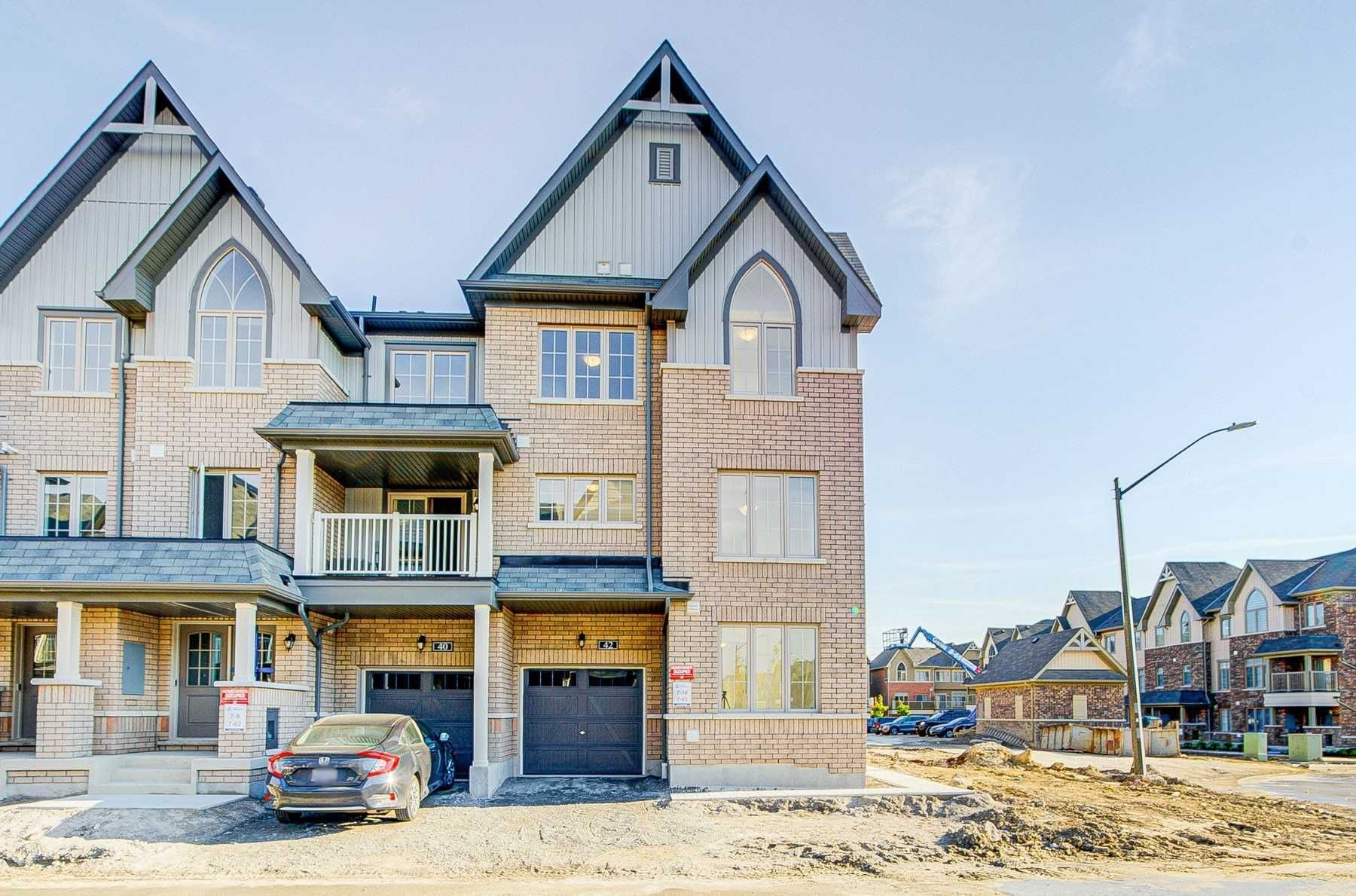 Main Photo: 42 Amulet Way in Whitby: Pringle Creek House (3-Storey) for lease : MLS®# E5390858