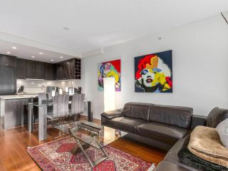 """Photo 3: 605 821 CAMBIE Street in Vancouver: Downtown VW Condo for sale in """"Raffles on Robson"""" (Vancouver West)  : MLS®# R2450056"""