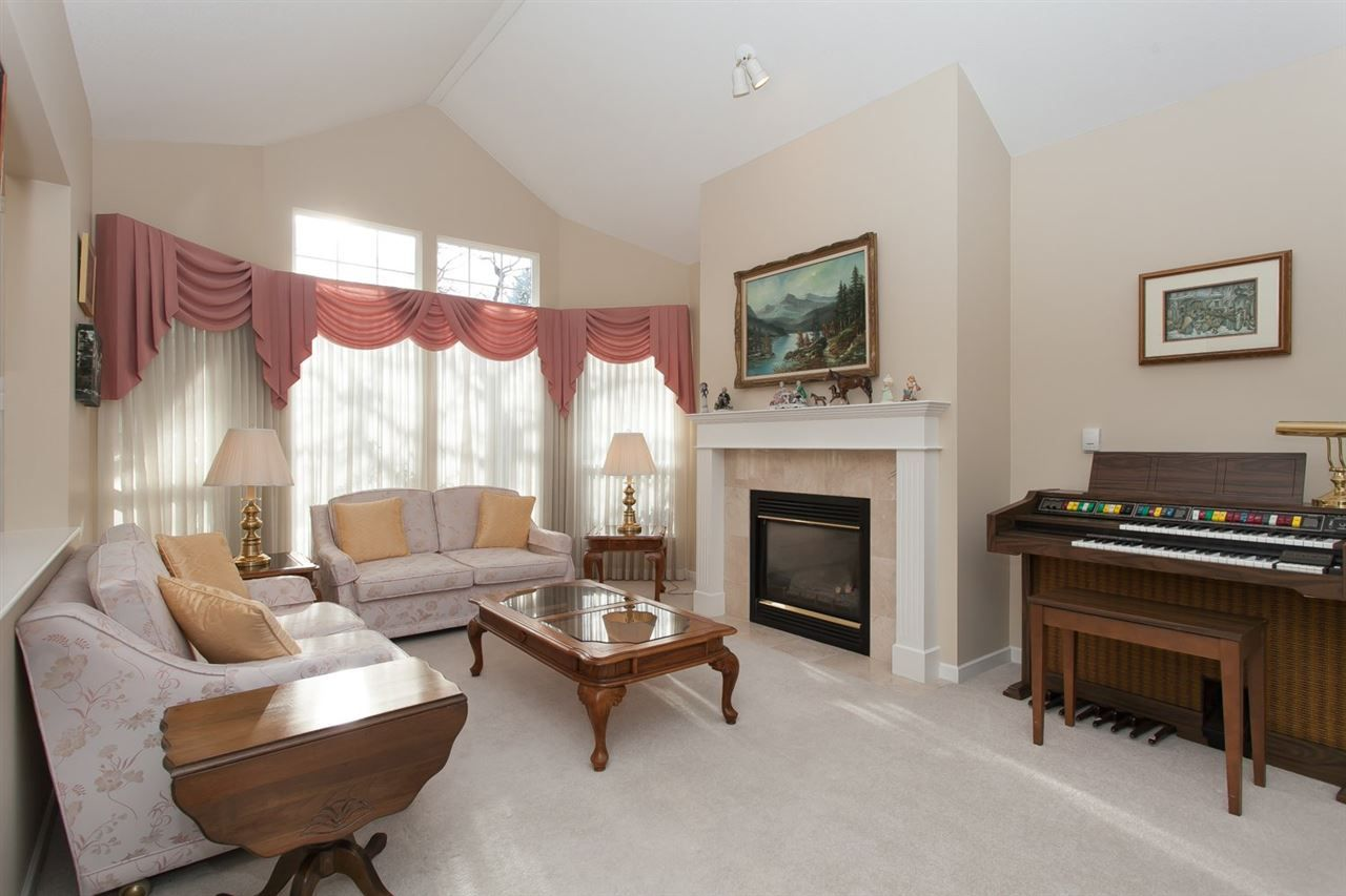 """Photo 3: Photos: 2 9025 216 Street in Langley: Walnut Grove Townhouse for sale in """"Coventry Woods"""" : MLS®# R2023148"""