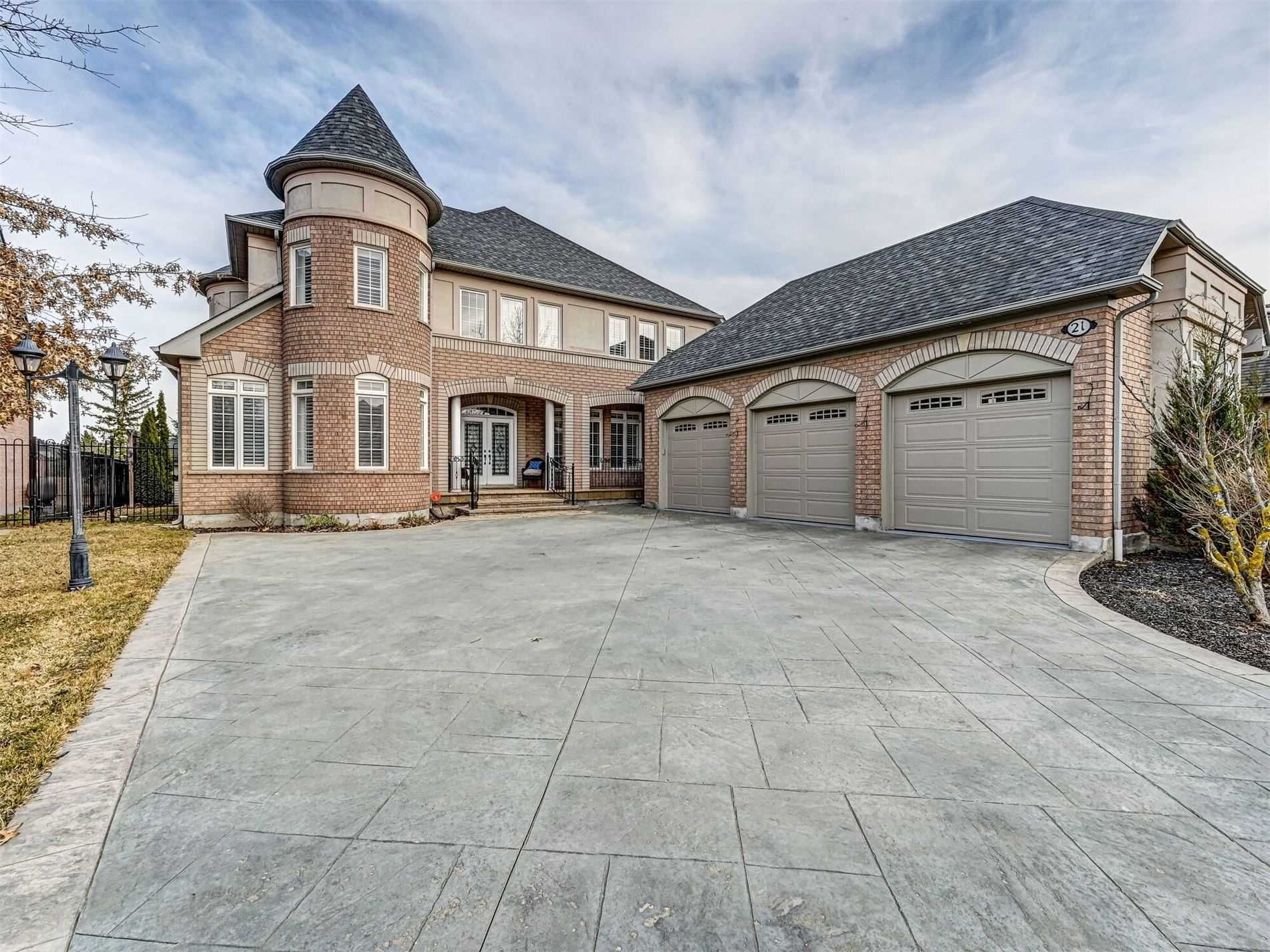 Main Photo: 21 Links Lane in Brampton: Credit Valley Freehold for sale : MLS®# W5166589