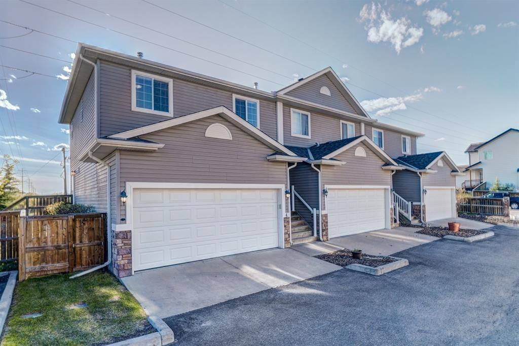 Main Photo: 4 136 Bow Ridge Drive: Cochrane Row/Townhouse for sale : MLS®# A1116097