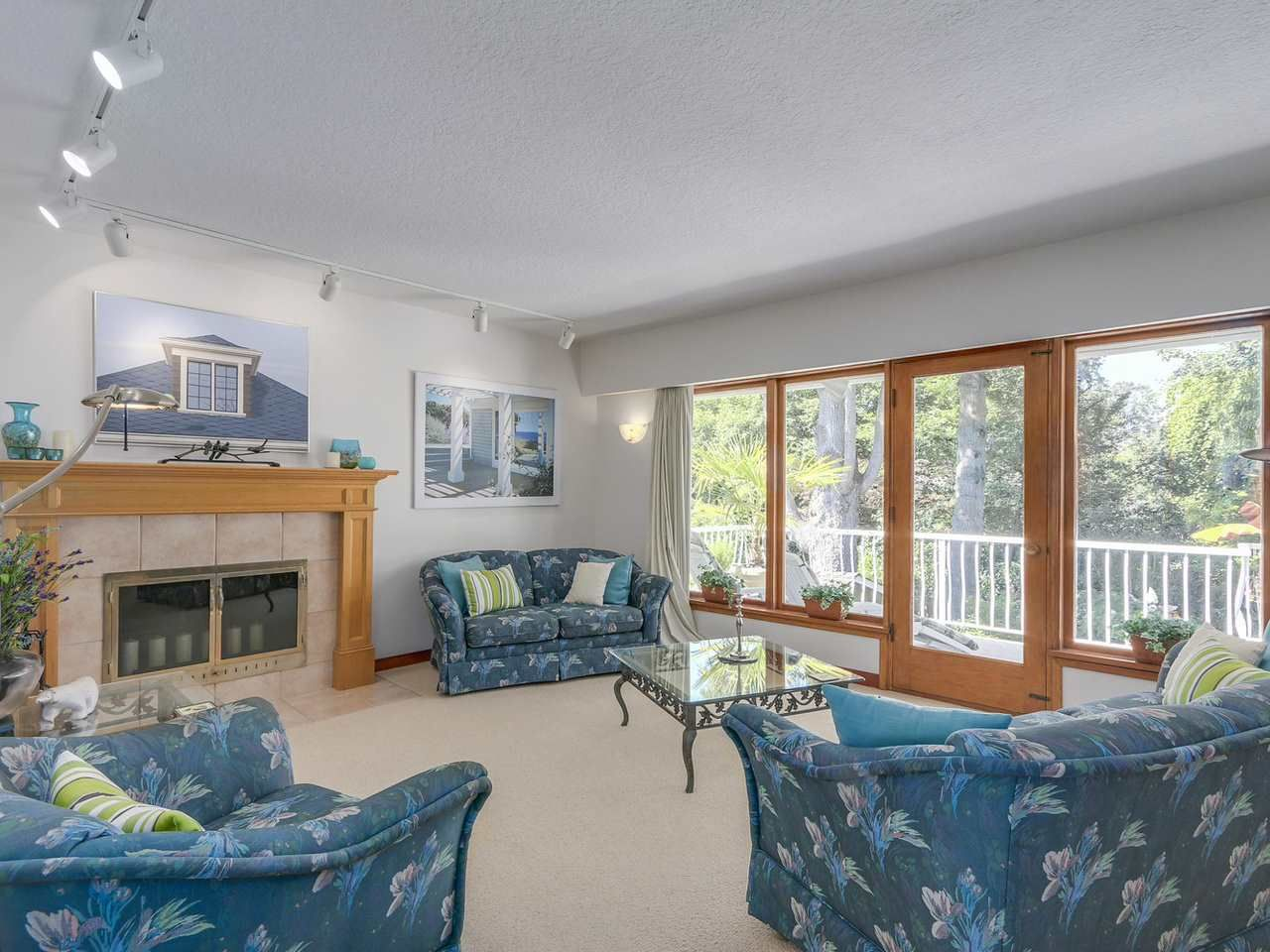 Photo 3: Photos: 587 HARRISON Avenue in Coquitlam: Coquitlam West House for sale : MLS®# R2097877