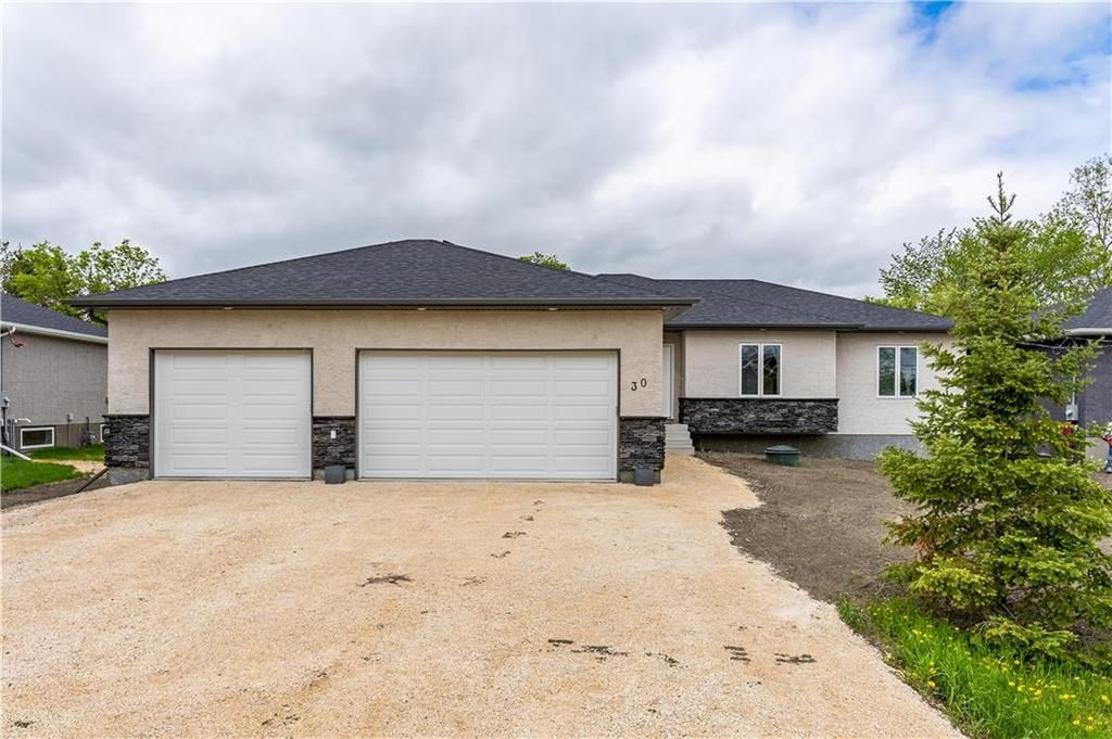 Main Photo: 30 PINE Avenue in Tyndall: R03 Residential for sale : MLS®# 202012017