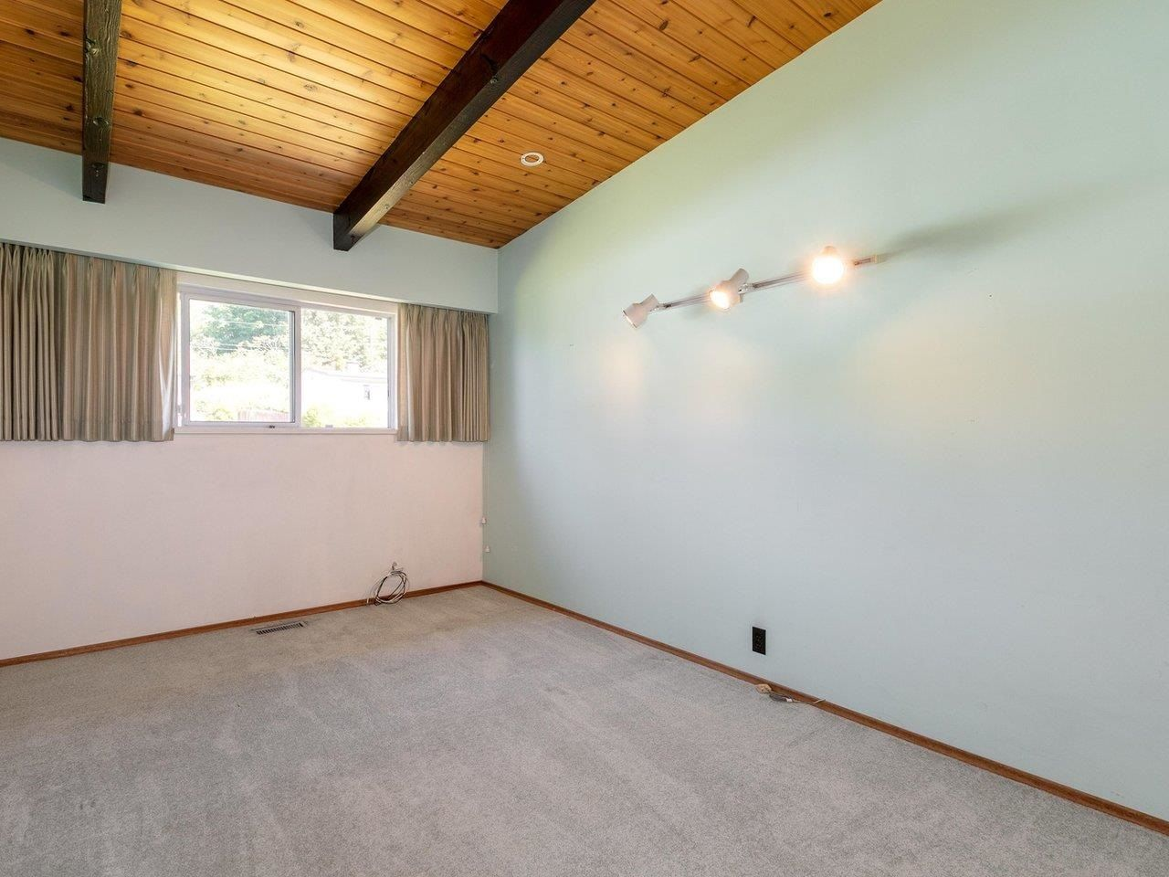 Photo 12: Photos: 6860 HYCREST Drive in Burnaby: Montecito House for sale (Burnaby North)  : MLS®# R2594917
