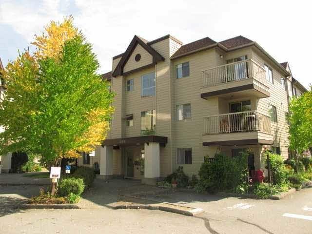 """Main Photo: A308 40100 WILLOW Crescent in Squamish: Garibaldi Estates Condo for sale in """"DIAMOND HEAD APARTMENTS"""" : MLS®# R2037091"""