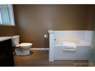 Photo 12: 4951 Thunderbird Pl in VICTORIA: SE Cordova Bay House for sale (Saanich East)  : MLS®# 757195