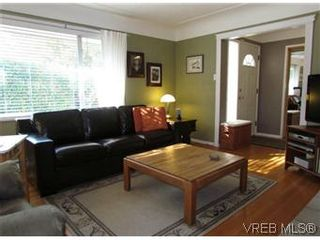 Photo 16: 2205 Victor Street in VICTORIA: Vi Fernwood Residential for sale (Victoria)  : MLS®# 300654