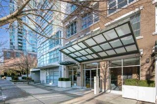 """Photo 3: 902 189 NATIONAL Avenue in Vancouver: Mount Pleasant VE Condo for sale in """"SUSSEX BY Bosa"""" (Vancouver East)  : MLS®# R2141629"""