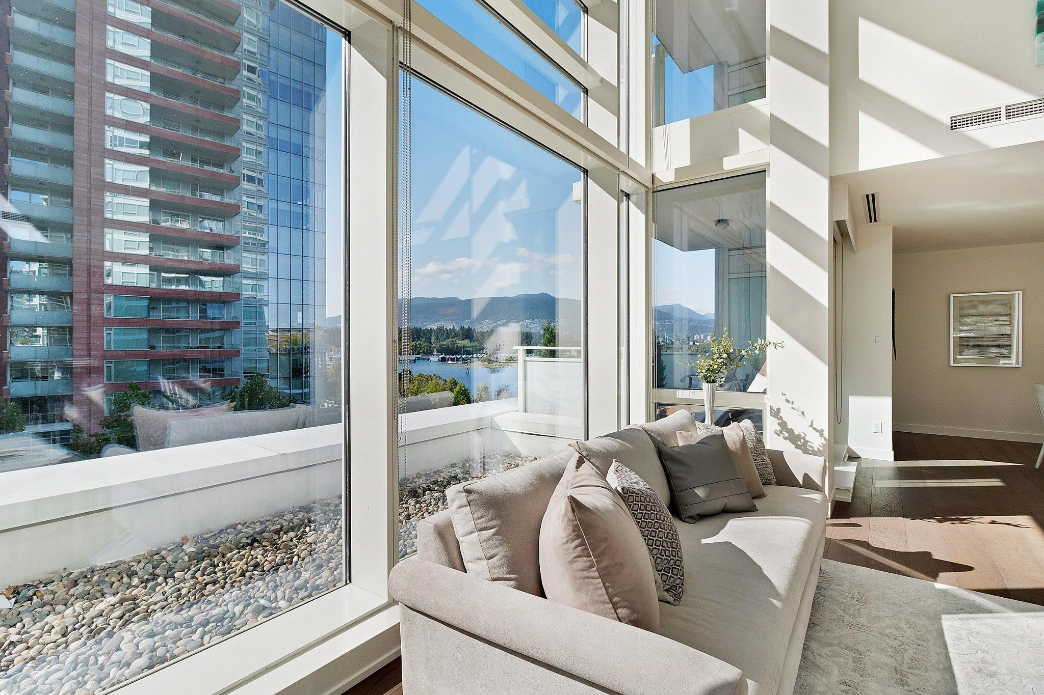 "Photo 9: Photos: 504 1139 W CORDOVA Street in Vancouver: Coal Harbour Condo for sale in ""Two Harbor Green"" (Vancouver West)  : MLS®# R2398290"