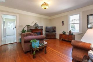 Photo 3: 2059 Newton St in VICTORIA: OB Henderson House for sale (Oak Bay)  : MLS®# 795691