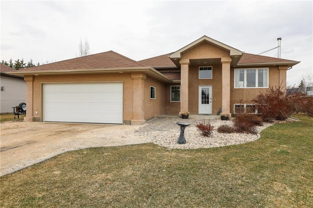 Main Photo: 188 Greentree Drive in Grunthal: R16 Residential for sale : MLS®# 202026335