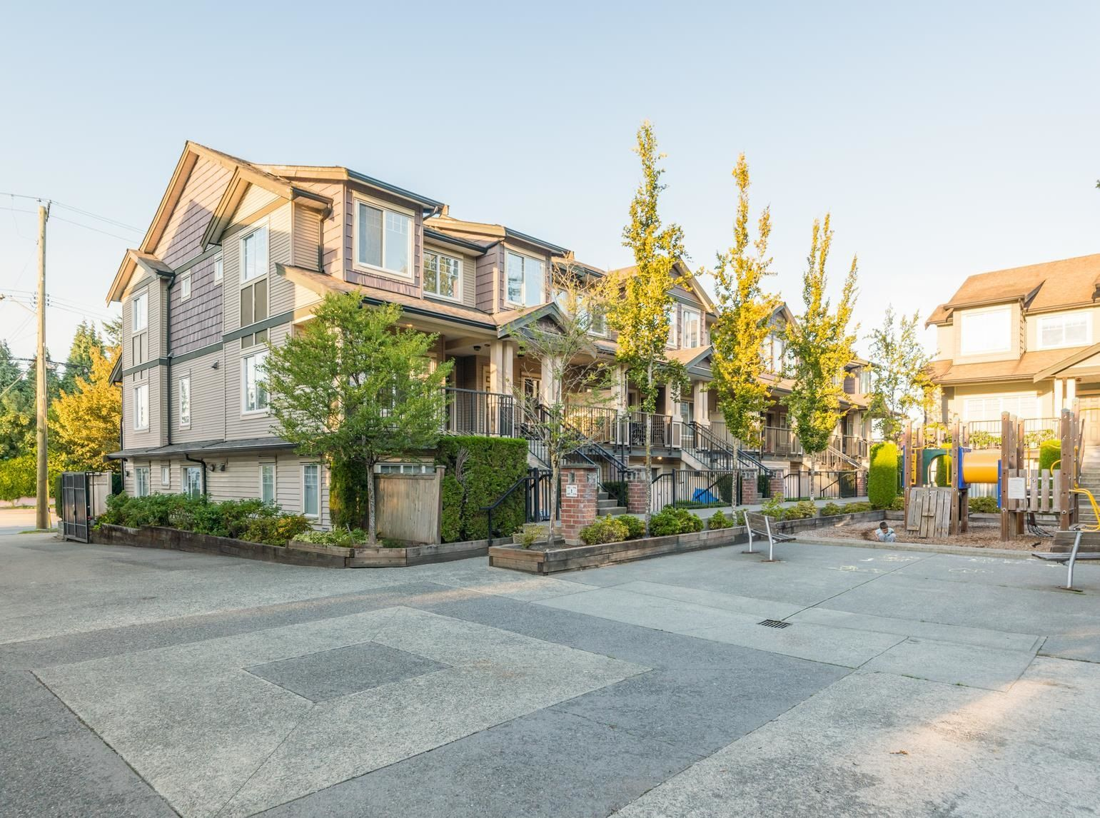"""Main Photo: 121 13958 108 Avenue in Surrey: Whalley Townhouse for sale in """"AURA 3"""" (North Surrey)  : MLS®# R2622284"""