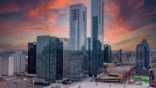 Photo 2: 4008 10360 102 Street in Edmonton: Zone 12 Condo for sale : MLS®# E4232873