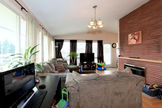 Photo 2: 572 Verona Place in North Vancouver: Upper Delbrook House for sale : MLS®# V945319