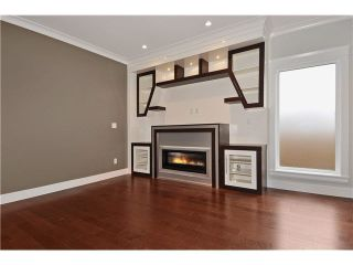 Photo 2: 2 234 E 18TH Street in North Vancouver: Central Lonsdale 1/2 Duplex for sale : MLS®# V1116696