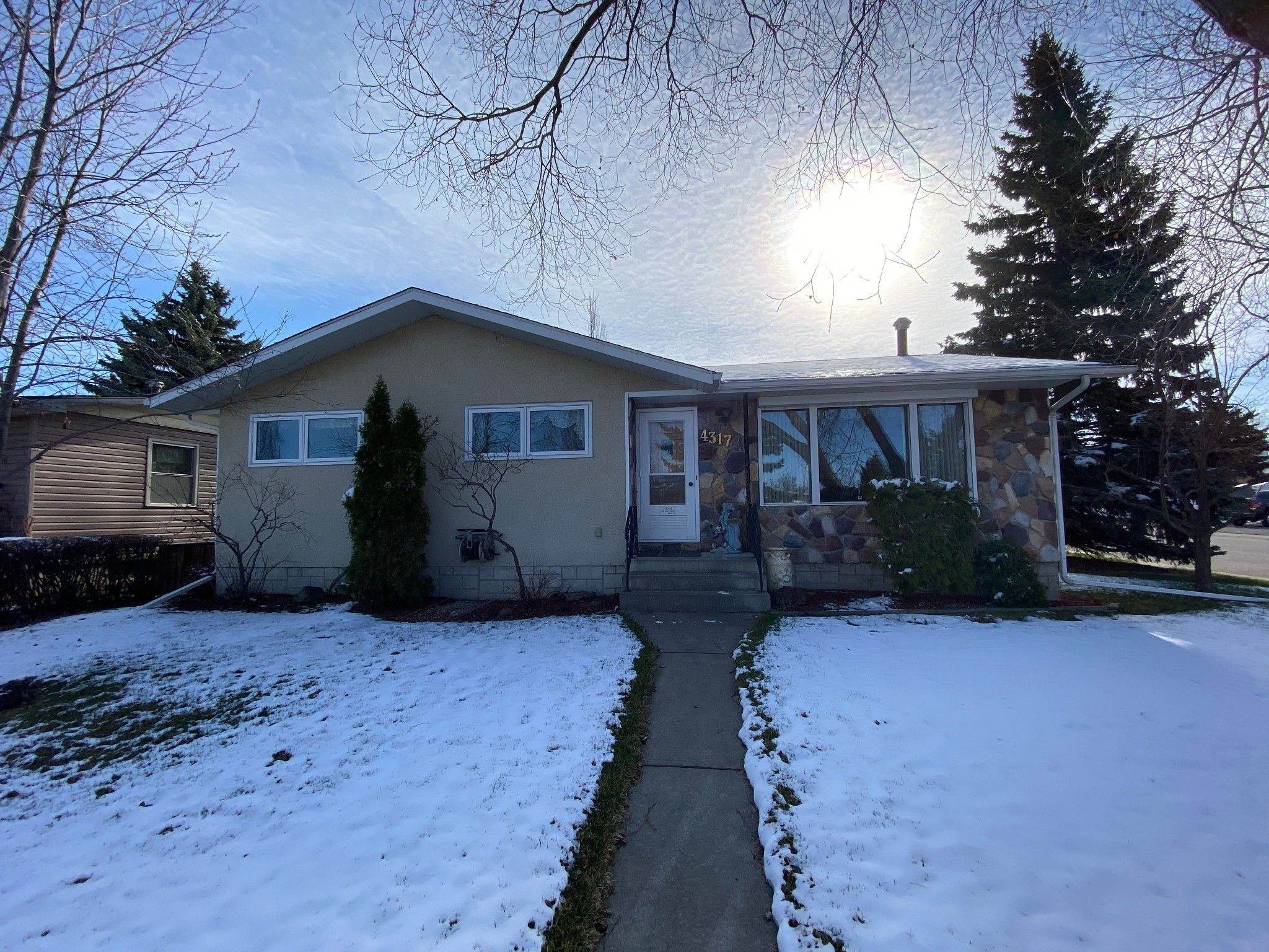 Main Photo: 4317 Shannon Drive in Olds: House for sale : MLS®# A1097699