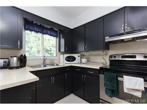 Main Photo: 887 Lampson St in VICTORIA: Es Old Esquimalt Half Duplex for sale (Esquimalt)  : MLS®# 674265