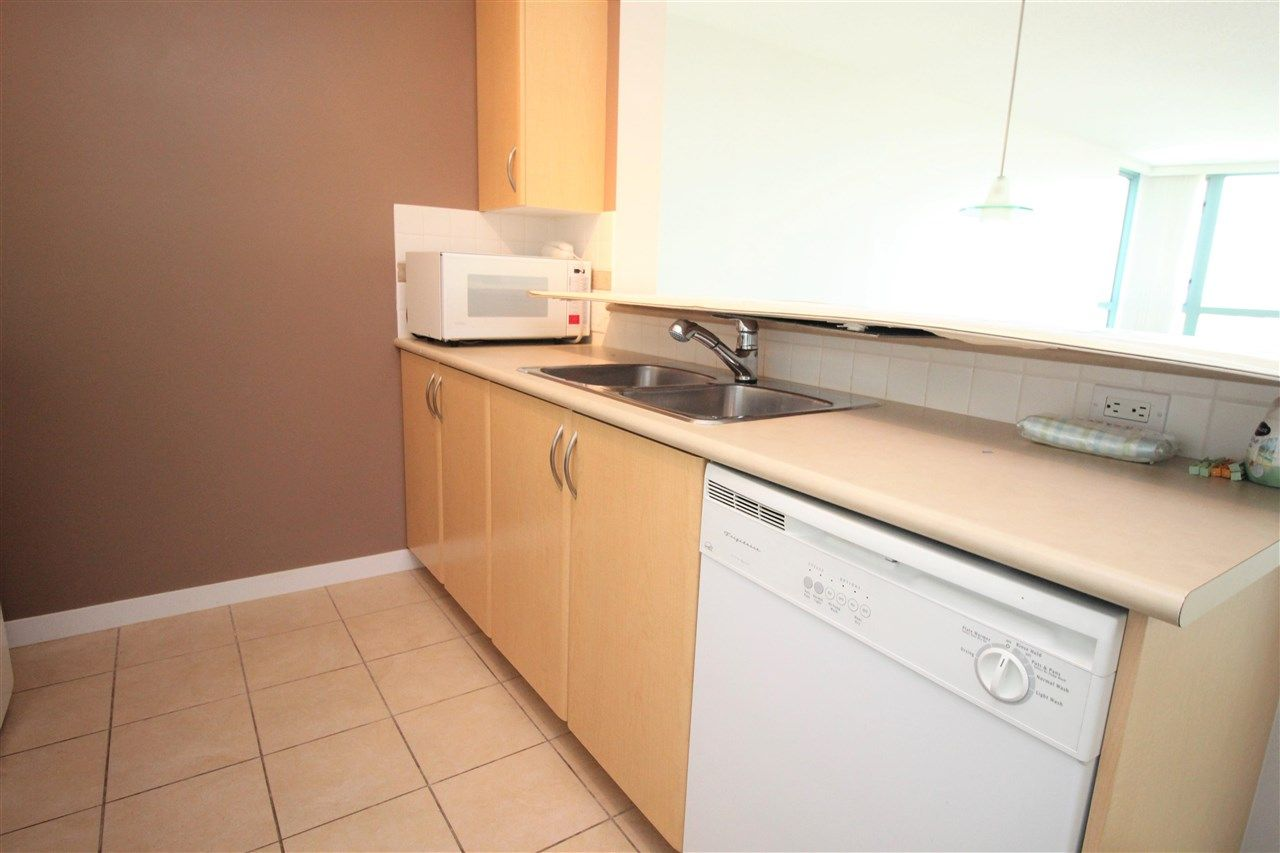 """Photo 8: Photos: 1005 6659 SOUTHOAKS Crescent in Burnaby: Highgate Condo for sale in """"Gemini II"""" (Burnaby South)  : MLS®# R2591130"""