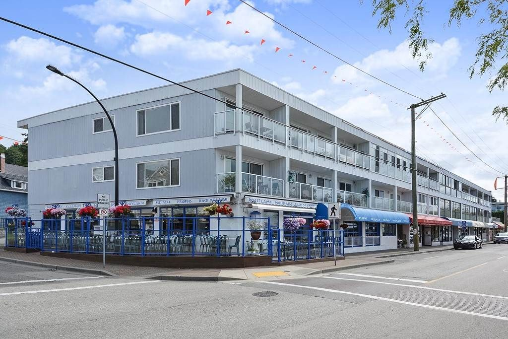 "Main Photo: 206 14881 MARINE Drive: White Rock Condo for sale in ""Driftwood Arms"" (South Surrey White Rock)  : MLS®# R2381349"