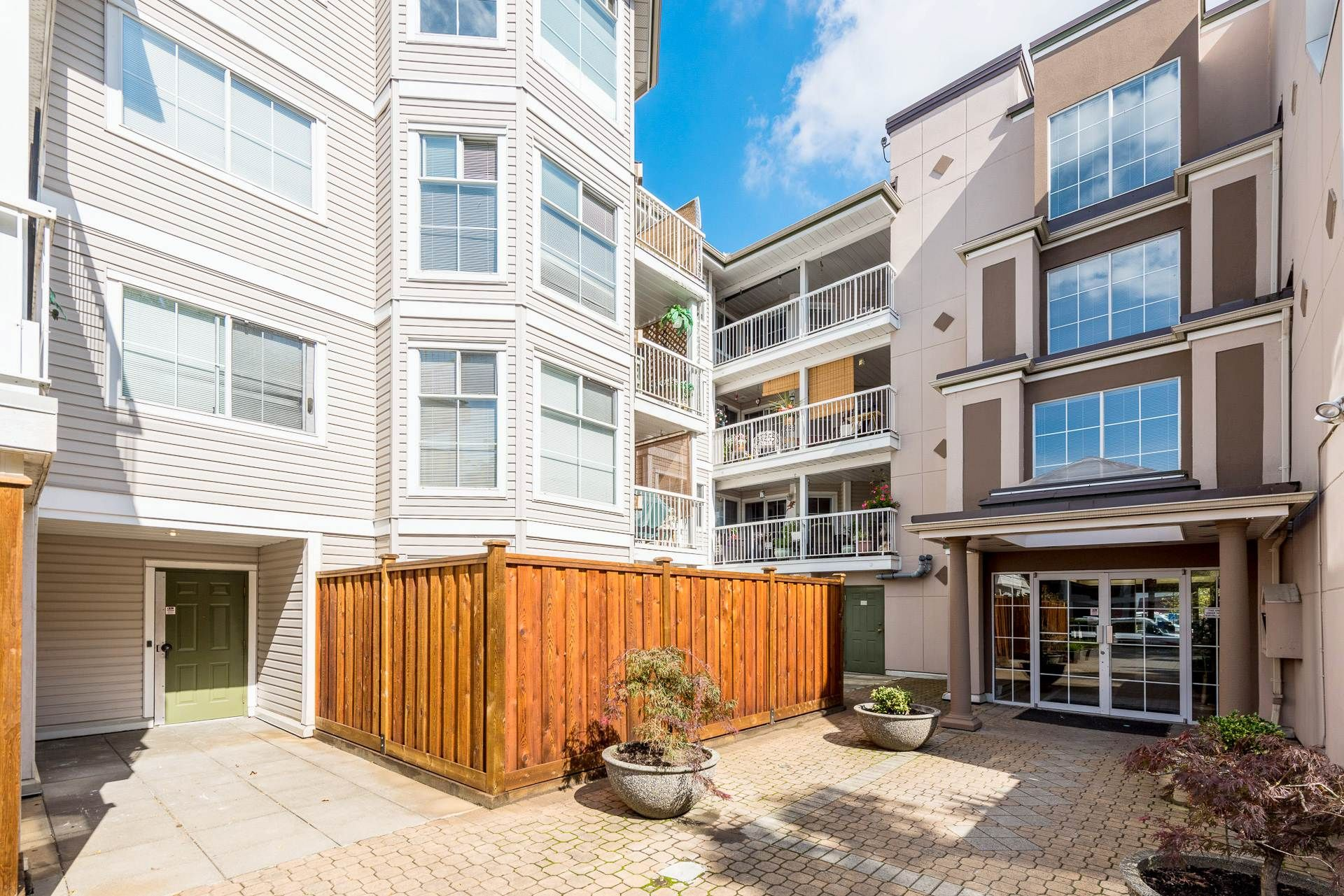 """Main Photo: 312 2678 DIXON Street in Port Coquitlam: Central Pt Coquitlam Condo for sale in """"The Springdale"""" : MLS®# R2307158"""