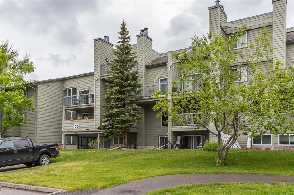 Main Photo: 2135 70 Glamis Drive SW in Calgary: Glamorgan Apartment for sale : MLS®# A1118872