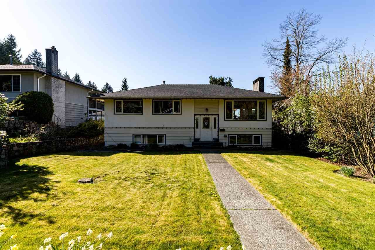 Main Photo: 357 E 22ND Street in North Vancouver: Central Lonsdale House for sale : MLS®# R2571378