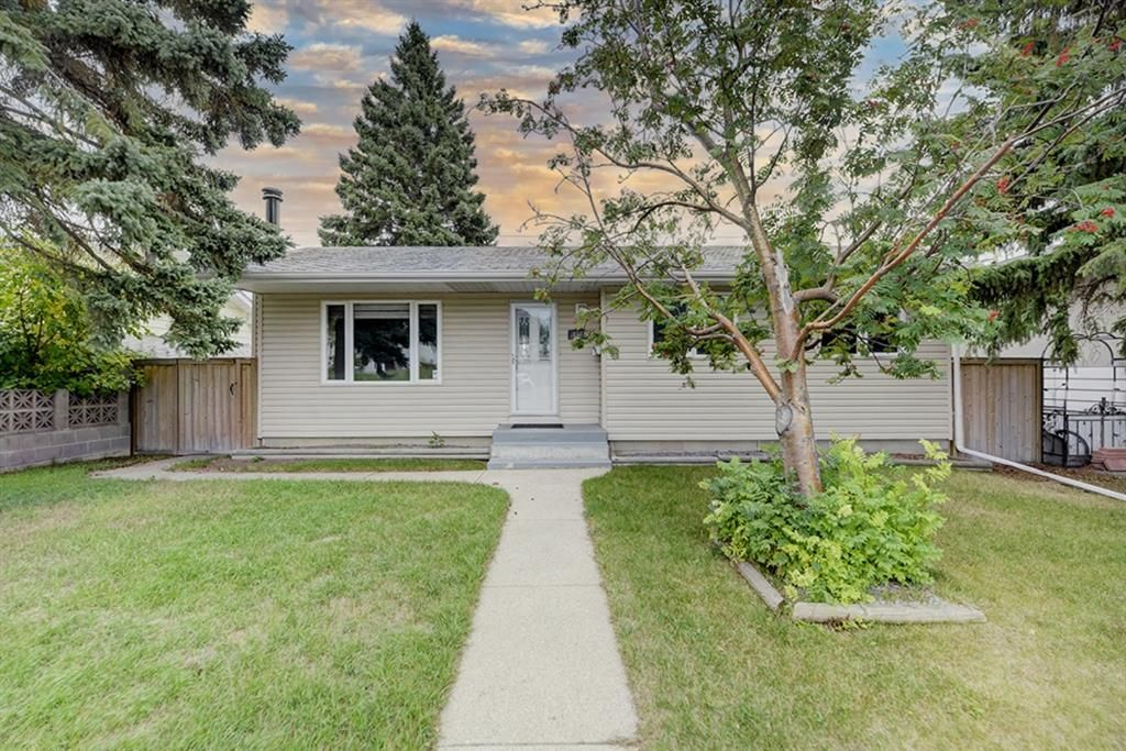 Main Photo: 4520 Namaka Crescent NW in Calgary: North Haven Detached for sale : MLS®# A1147081