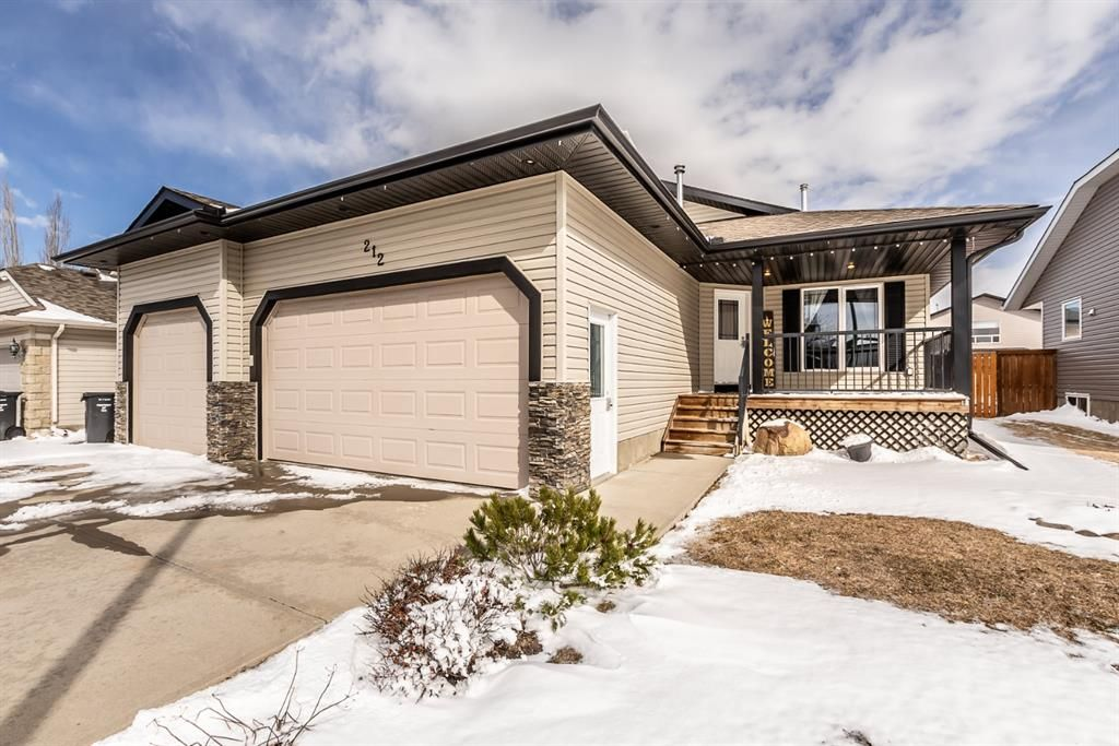 Main Photo: 212 High Ridge Crescent NW: High River Detached for sale : MLS®# A1087772