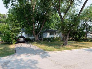 Photo 3: 104 Roselawn Bay in Winnipeg: North Kildonan Residential for sale (3F)  : MLS®# 202119908