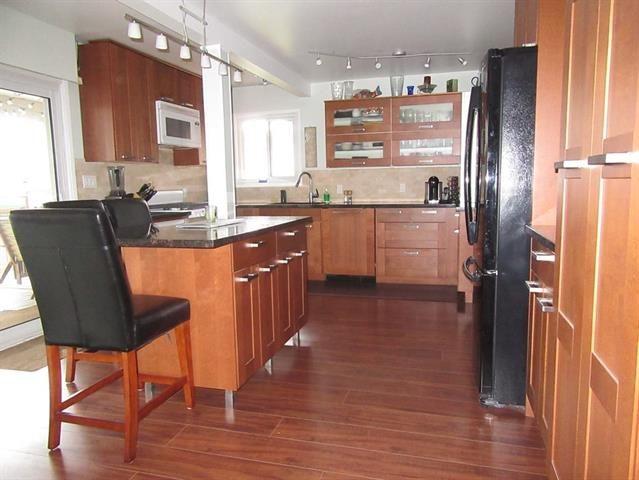 Main Photo: Coquitlam: Condo for sale : MLS®# R2079538