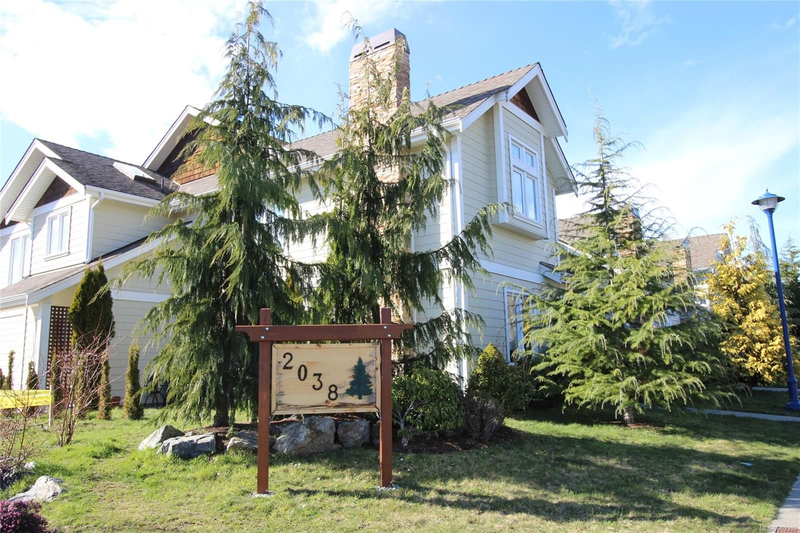 Main Photo: 110 2038 Gatewood Rd in : Sk Sooke Vill Core Row/Townhouse for sale (Sooke)  : MLS®# 869380