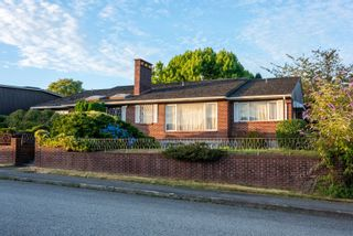 """Photo 1: 901 JACKSON Crescent in New Westminster: The Heights NW House for sale in """"Massey Heights"""" : MLS®# R2482421"""