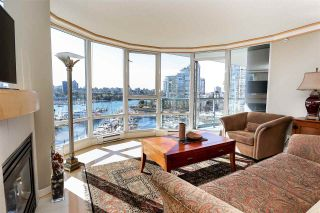 "Photo 3: 902 1067 MARINASIDE Crescent in Vancouver: Yaletown Condo for sale in ""QUAYWEST TWO"" (Vancouver West)  : MLS®# R2004364"