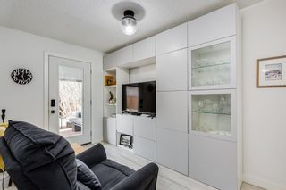 Photo 10: 2439 22A Street NW in Calgary: Banff Trail Detached for sale : MLS®# A1135055