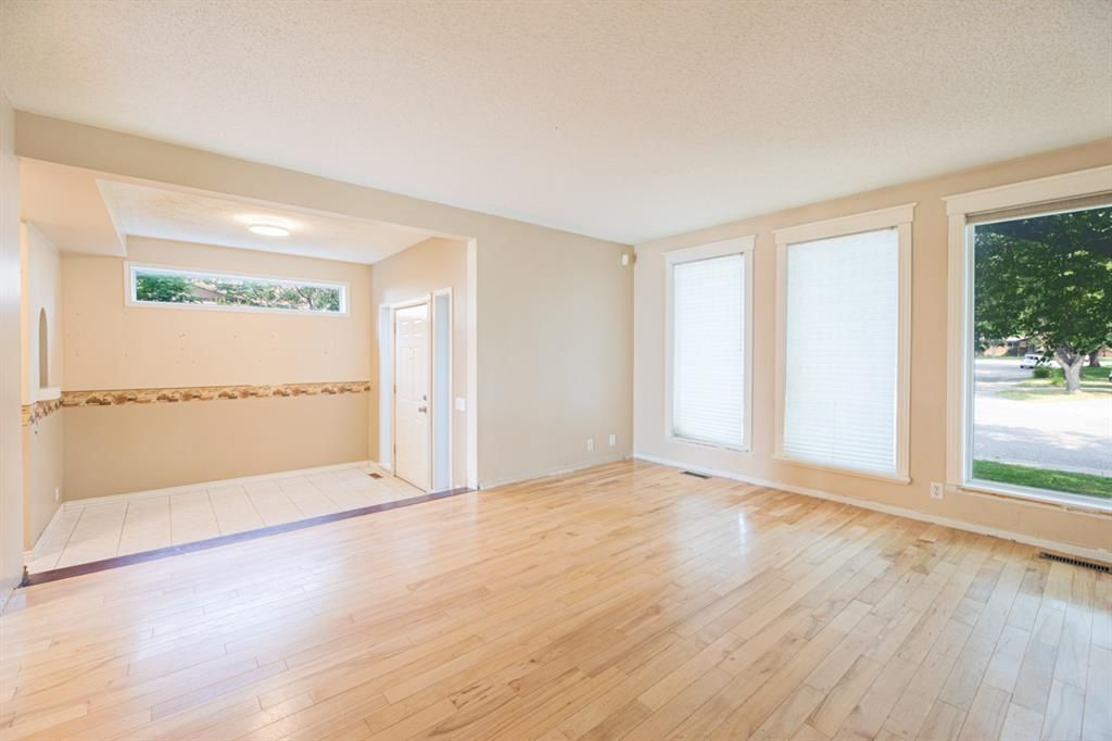 Main Photo: 639 TEMPLESIDE Road NE in Calgary: Temple Detached for sale : MLS®# A1136510