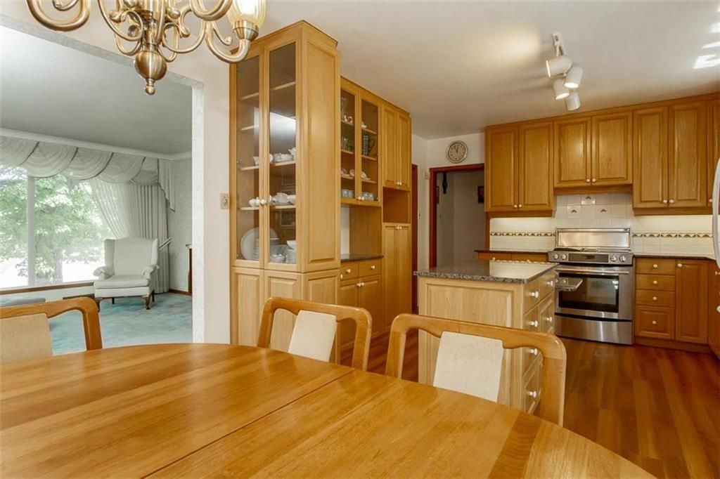 Photo 6: Photos: 128 Sterling Avenue in Winnipeg: Meadowood Residential for sale (2E)  : MLS®# 202011390
