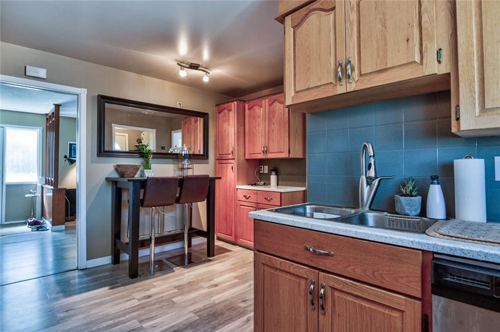 Photo 6: Photos: 624 ARLINGTON Drive SE in Calgary: Acadia Detached for sale : MLS®# C4261601