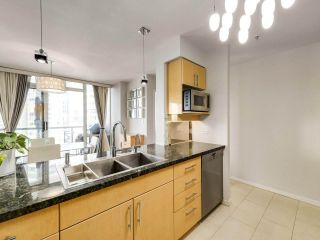 """Photo 10: 2305 1077 MARINASIDE Crescent in Vancouver: Yaletown Condo for sale in """"MARINASIDE RESORT"""" (Vancouver West)  : MLS®# R2544520"""
