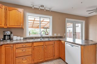Photo 2: 2123 Bolt Ave in : CV Comox (Town of) House for sale (Comox Valley)  : MLS®# 879177