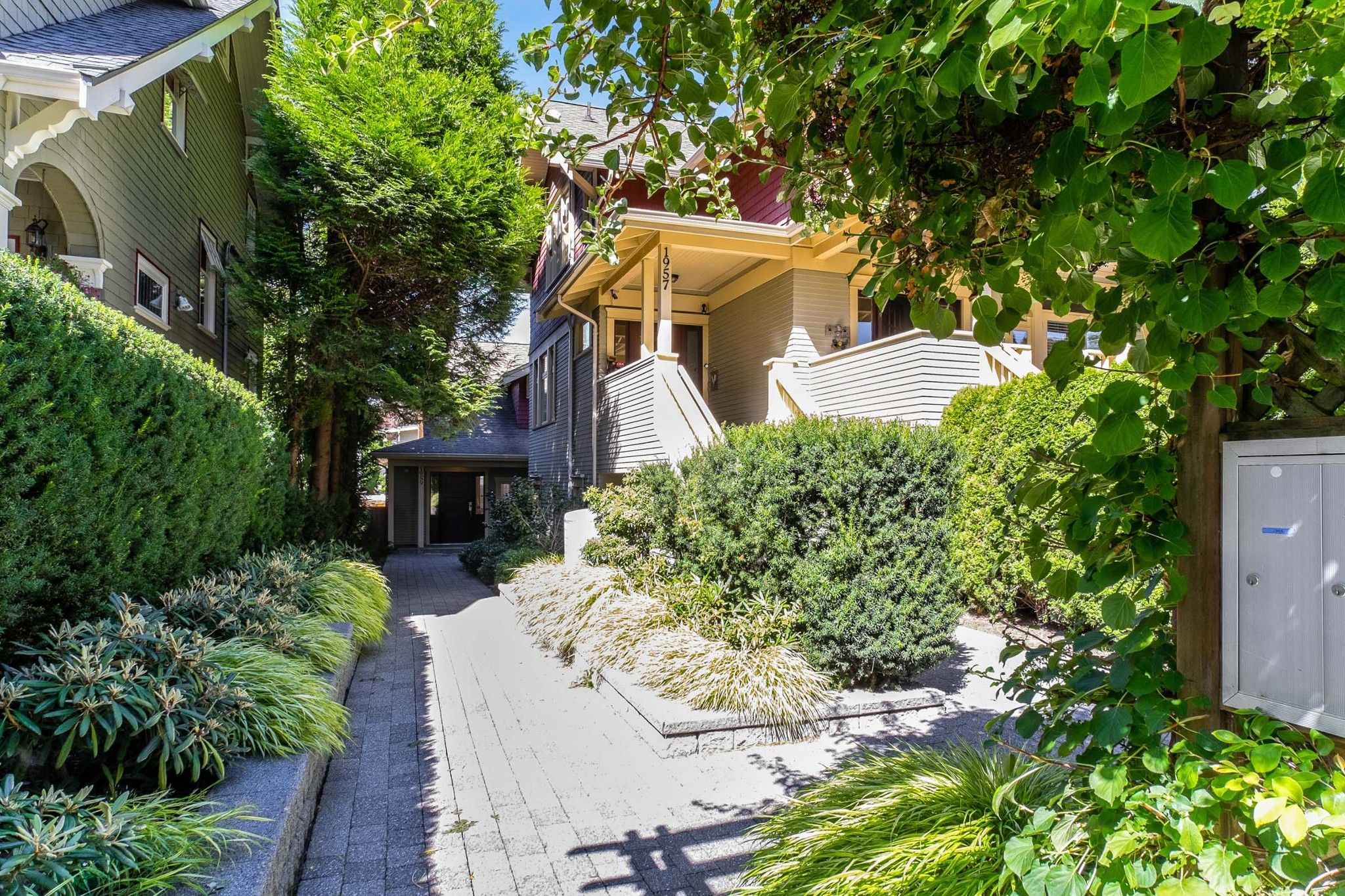Main Photo: 1959 W 15TH Avenue in Vancouver: Kitsilano Townhouse for sale (Vancouver West)  : MLS®# R2489120