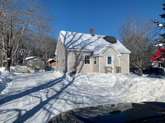 Main Photo: 253 McGee Street in Springhill: 102S-South Of Hwy 104, Parrsboro and area Residential for sale (Northern Region)  : MLS®# 202102587