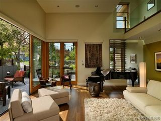 Photo 3: 915 Runnymede Pl in VICTORIA: OB South Oak Bay House for sale (Oak Bay)  : MLS®# 629571