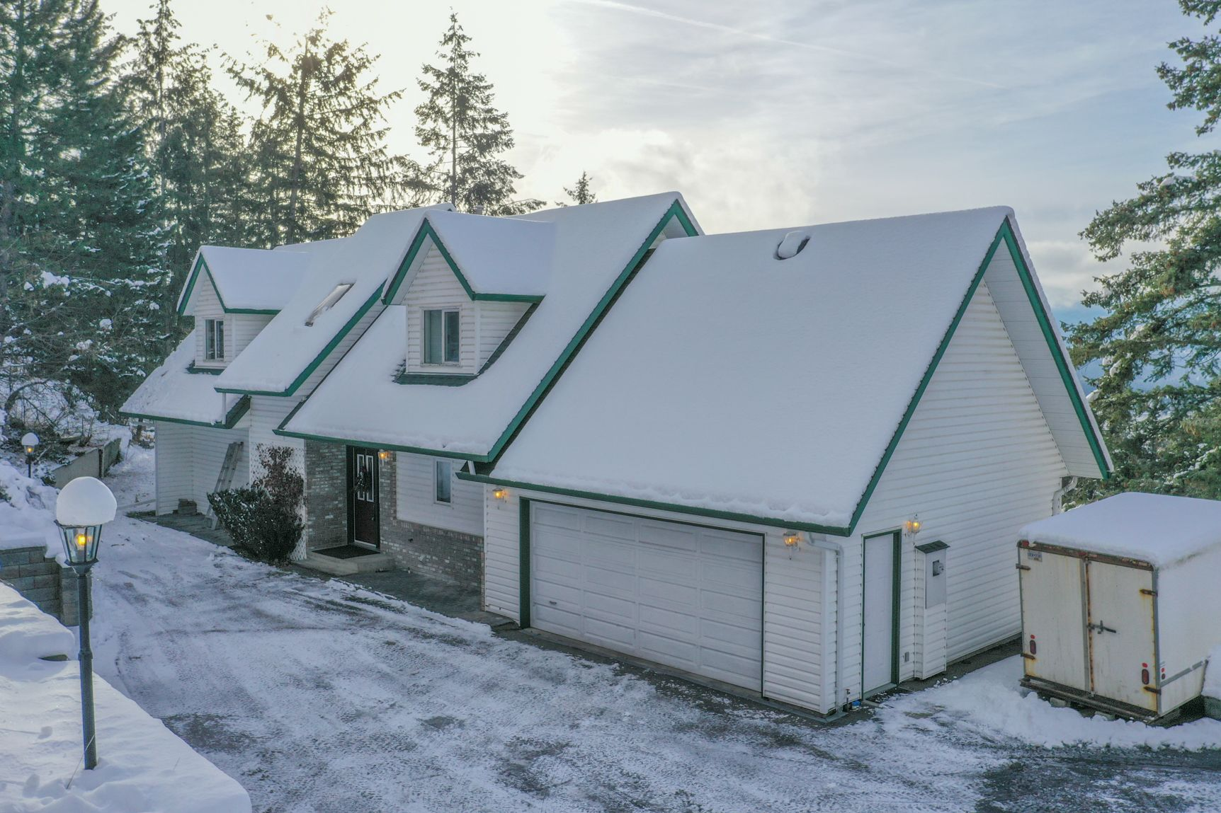 Main Photo: 133 Goldclaim Road in Vernon: House for sale : MLS®# 10221135