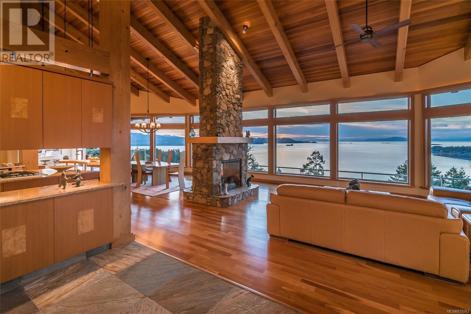 Photo 8: Photos: 825 Duthie Ave in Gabriola Island: House for sale : MLS®# 879263