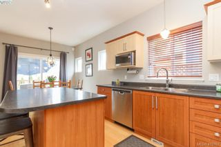 Photo 5: 23 Newstead Cres in VICTORIA: VR Hospital House for sale (View Royal)  : MLS®# 814303